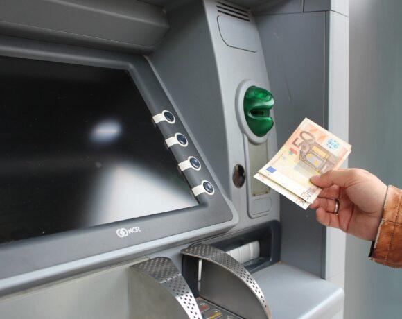 Τι πληρώνεται μέχρι 31 Δεκεμβρίου – Ποιοι πάνε «ταμείο» και ποιοι θα κάνουν Πρωτοχρονιά χωρίς επίδομα