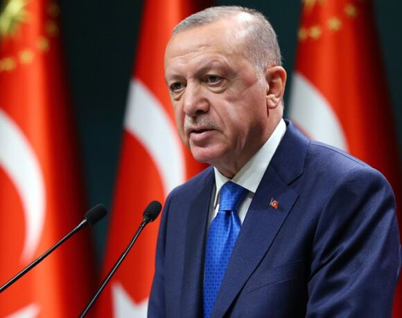 DW: Νέα συμφωνία για το μεταναστευτικό θέλει ο Ερντογάν