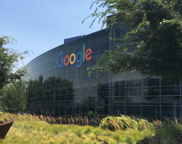 Google: Καλείται να δώσει εξηγήσεις μετά την απόλυση μαύρης ερευνήτριας