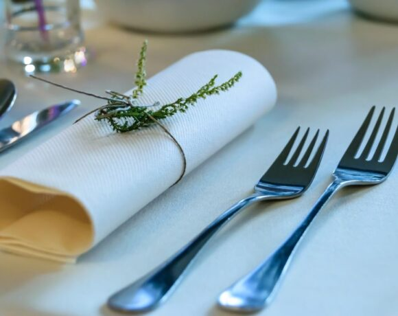 Greek Hotel Restaurants Ordered to Close on Christmas, New Year Eve
