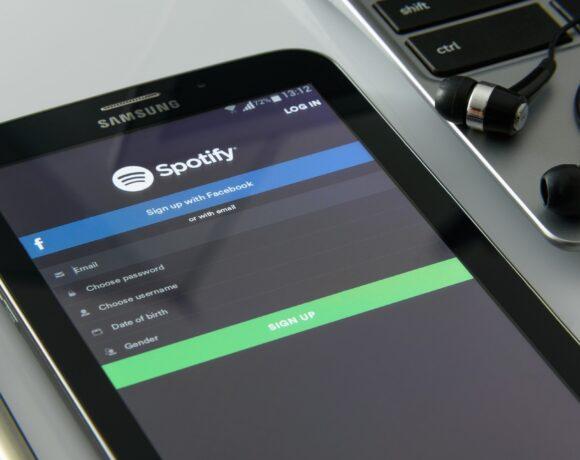 Spotify: Μεταμόρφωσε τη μουσική βιομηχανία χωρίς κέρδος