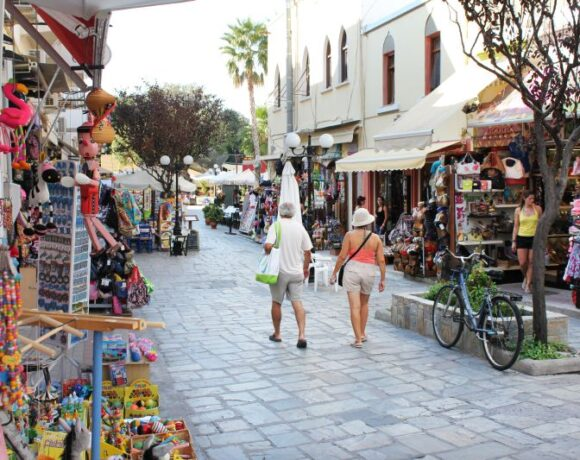 Study: Greece – Spain Tourist Spending Disparity