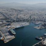 «Έμφραγμα» στα λιμάνια Πειραιά και Θεσσαλονίκης από την απεργία των πλοηγών