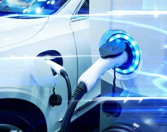 Αυτοκίνητα plug-in: Οι κανόνες για την καλή λειτουργία τους μήνες του χειμώνα