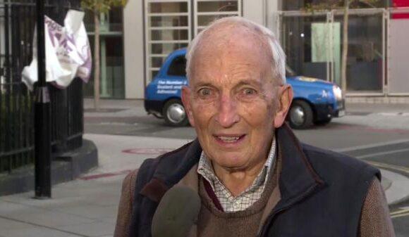 Βρετανία : Παππούς 91 ετών γίνεται viral με τις δηλώσεις του μετά το εμβόλιο