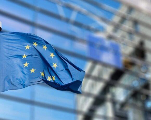 ΕΕ: Σοβαρή ανησυχία από έξι χώρες για τις καθυστερήσεις παράδοσης στο εμβόλιο της Pfizer