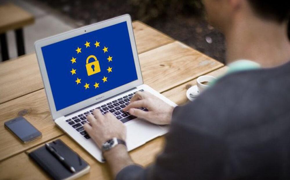 """Ευρωπαϊκή Επιτροπή: """"Μη αποδεκτή"""" η μονομερής αναστολή social media accounts"""