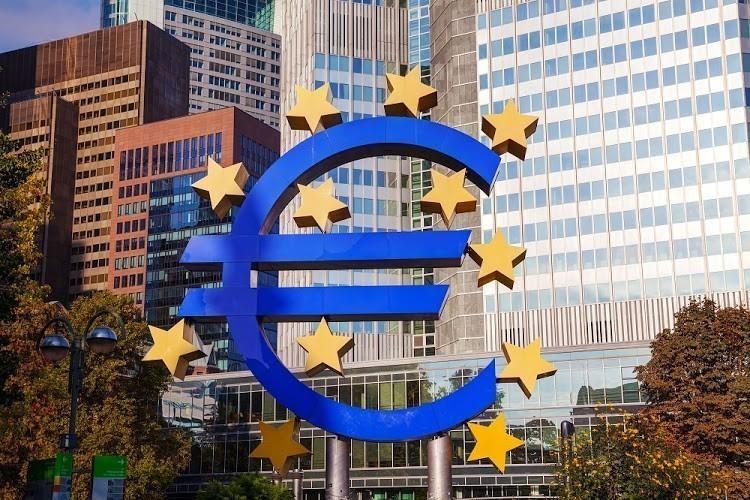 Η Λαγκάρντ επιβεβαιώνεται: Νέα πτώση του PMI Ευρωζώνης μετά τα lockdown