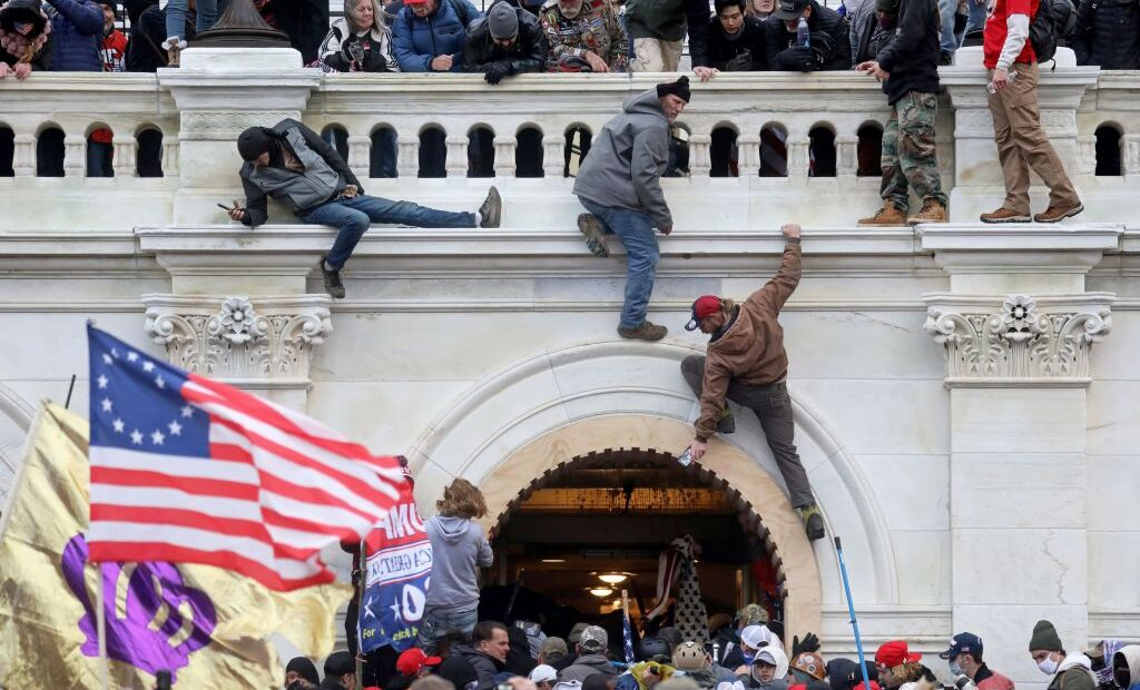 ΗΠΑ : «Ένοπλοι εξτρεμιστές» θέλουν να περικυκλώσουν το Καπιτώλιο στην ορκωμοσία Μπάιντεν, σύμφωνα με το CNN