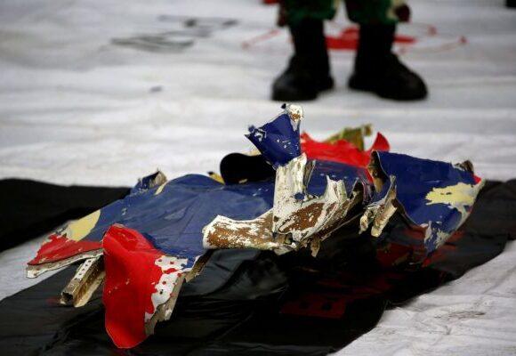 Ινδονησία : Εντοπίστηκαν τα μαύρα κουτιά του αεροσκάφους που συνετρίβη