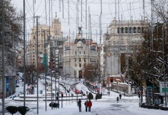 Ισπανία : Παρέλυσε η κυκλοφορία εξαιτίας σφοδρής χιονοθύελλας – Μεγάλη κινητοποίηση για τη διανομή των εμβολίων