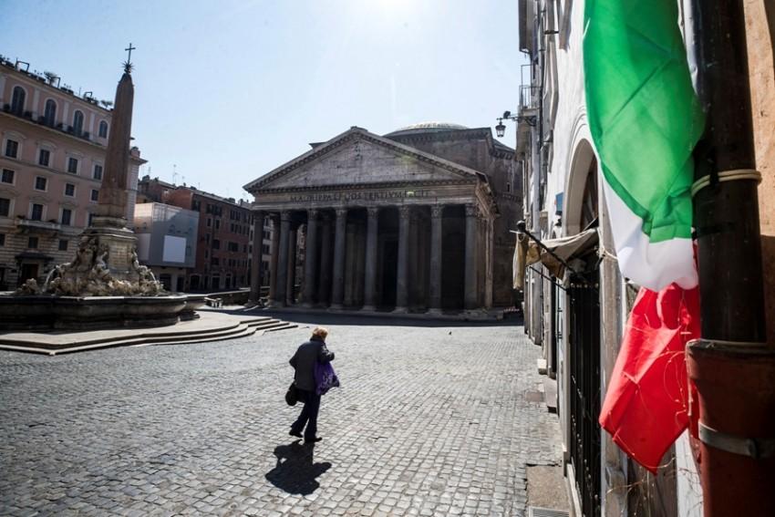 Ιταλία: Νομικές ενέργειες κατά των Pfizer και AstraZeneca για τα εμβόλια