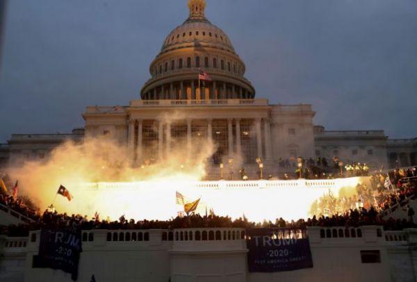Καπιτώλιο : Σε κίνδυνο το πολιτικό μέλλον του Τραμπ μετά την εισβολή