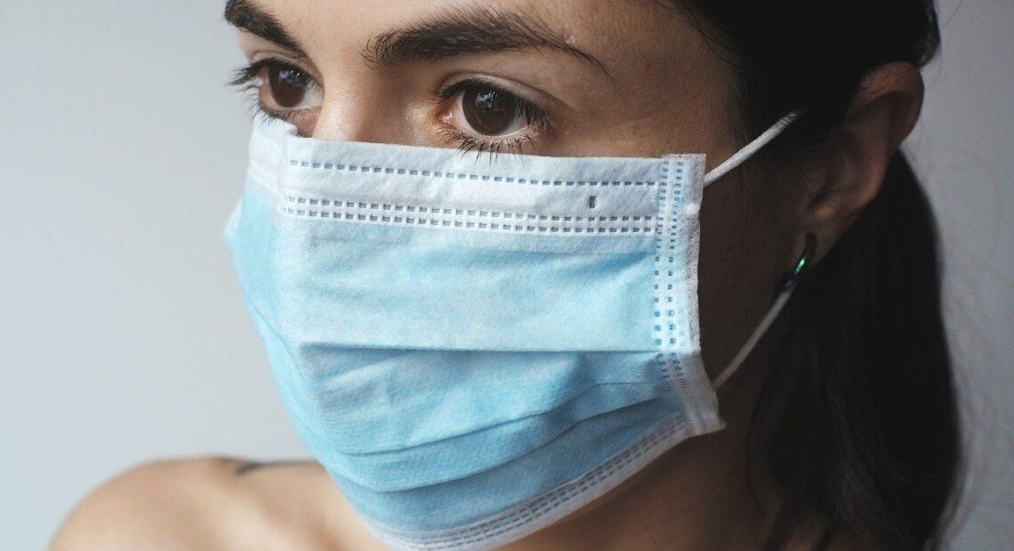 Κορωνοϊός: Ποιες μάσκες να χρησιμοποιούμε – Tι λέει ο πρύτανης του ΕΚΠΑ