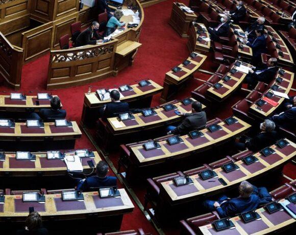 Νέα μέτρα στήριξης επιχειρήσεων: Τι περιλαμβάνει νομοσχέδιο που κατατέθηκε στη Βουλή