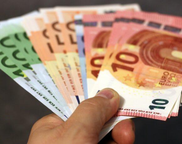 Πληρωμές φέρνει το 2021 – Ποιοι πάνε ταμείο τον Ιανουάριο