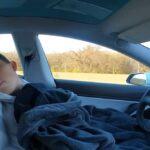 Σταρ του TikTok αποφασίζει να βάλει το Tesla του στον… αυτόματο και να κοιμηθεί