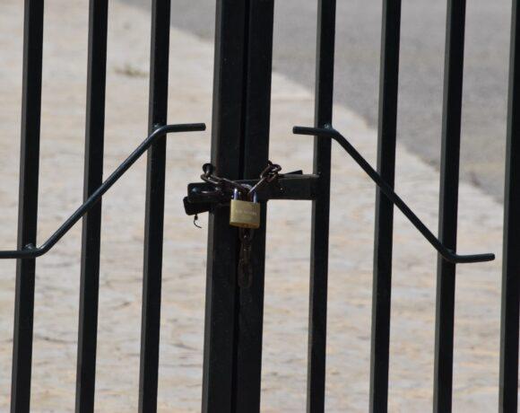 Σχολεία: Ποια θα μείνουν κλειστά στην Αττική την Τρίτη (vid)