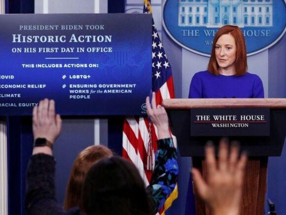 Τζεν Ψάκι : «Μάγεψε» η ομογενής εκπρόσωπος Τύπου του Λευκού Οίκου στο πρώτο briefing