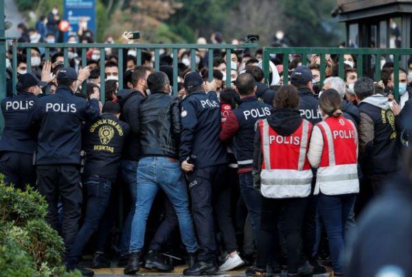 Τουρκία: Συλλήψεις 17 φοιτητών μετά τη διαδήλωση για διορισμό πρύτανη από τον Ερντογάν