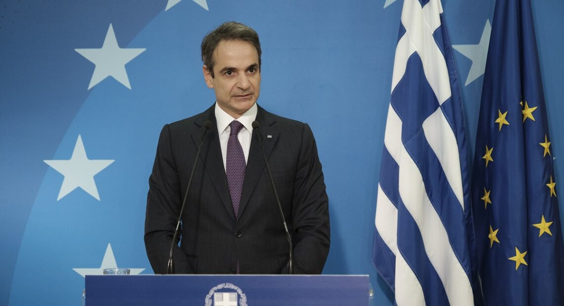 Greek PM Proposes Joint EU Vaccination Certificate for Travel