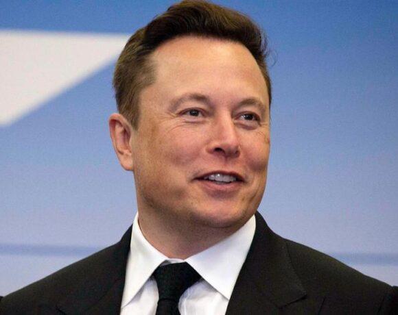 O Elon Musk γίνεται ο πλουσιότερος άνθρωπος στη Γη