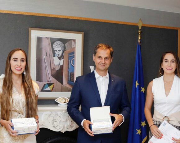 Twin Influencers Become Greece's Tourism Ambassadors in China