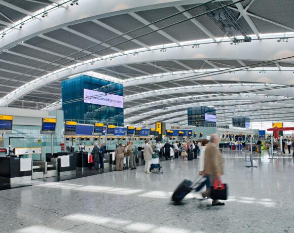 Βρετανία: Οι ταξιδιώτες θα πρέπει να υποβάλλονται σε 4 τεστ μαζί με την υποχρεωτική καραντίνα