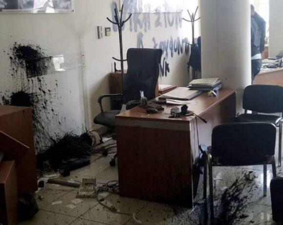 Επίθεση στο πολιτικό γραφείο του Αυγενάκη