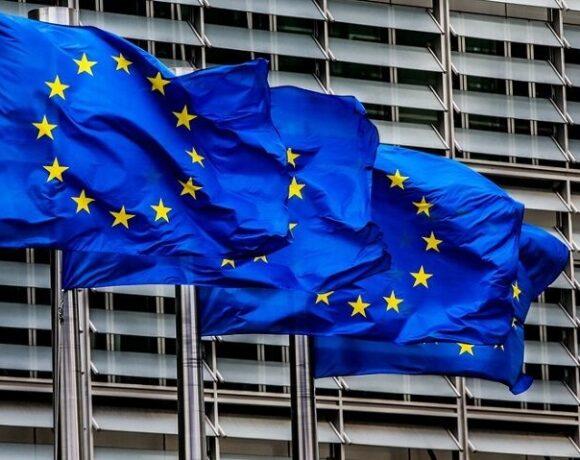 Ευρωβαρόμετρο: Το 40% των Ελλήνων πιστεύει ότι θα ζει χειρότερα σε έναν χρόνο