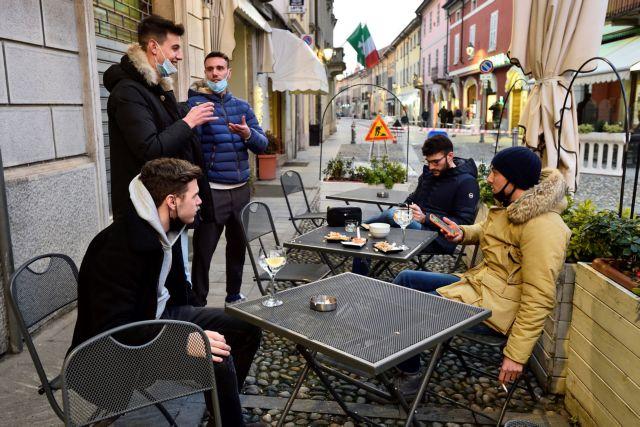 Κοροναϊός – Ιταλία : Πολυκοσμία ξανά σε κεντρικές περιοχές – Παράνομο «ισπανικό πάρτι» στη Ρώμη