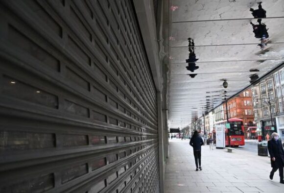 Κοροναϊός : Σε υποχώρηση η πανδημία στη Βρετανία