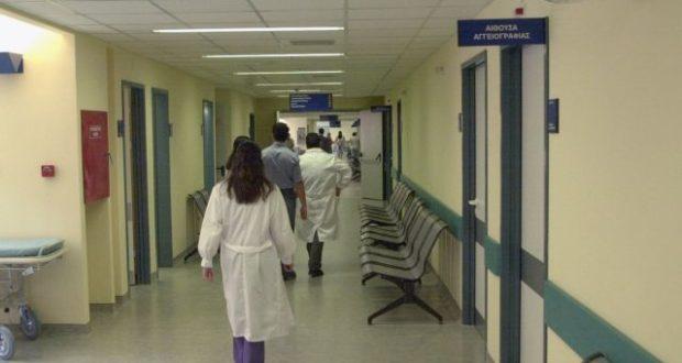 Κορωνοϊός: Δοκιμάζονται οι αντοχές του ΕΣΥ – Κρούσματα και νοσοκομεία στο «κόκκινο»