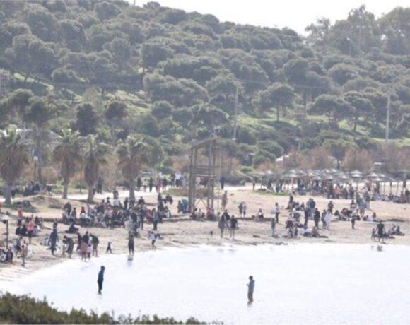 Κυριακάτικη βόλτα στις παραλίες για τους Αθηναίους (pics)
