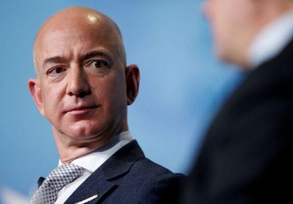Ο Τζεφ Μπέζος αποχωρεί από το «τιμόνι» της Amazon