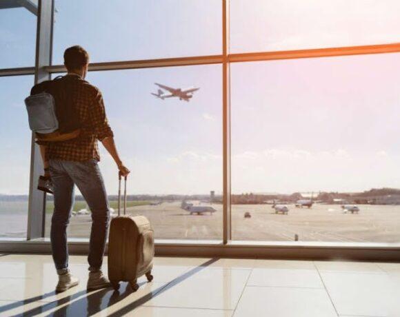 Οι «covid – free» διακοπές είναι η αιτία που πολλές χώρες σφραγίζουν ξανά τα σύνορά τους