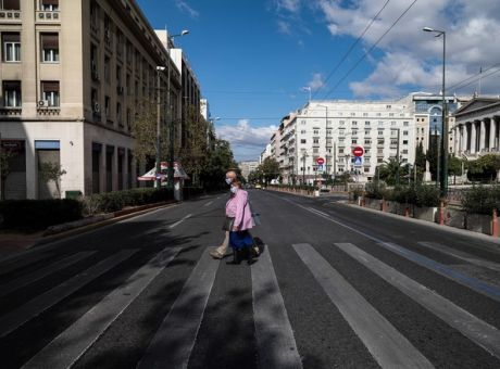Στο «κόκκινο» η Αττική: Τα κρίσιμα 24ωρα που θα κρίνουν τα νέα μέτρα