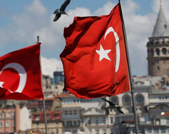 Τουρκία: Αποδίδει η στροφή στην οικονομική ορθοδοξία – Ενισχύεται η λίρα