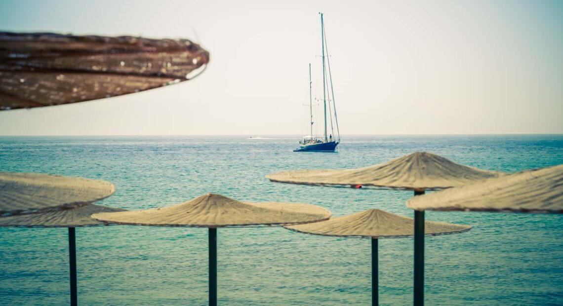Coronavirus Injures Greece's Tourism Revenue in 2020