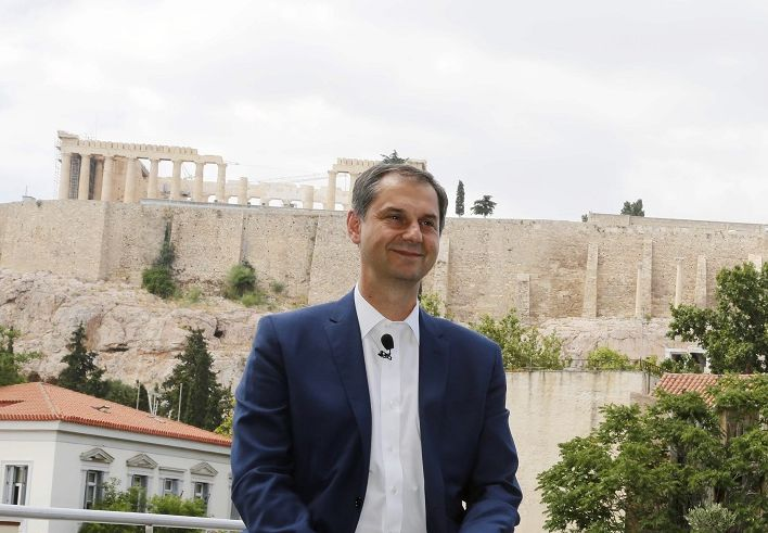 Greek Tourism Minister Says Health Certificate Gaining Ground