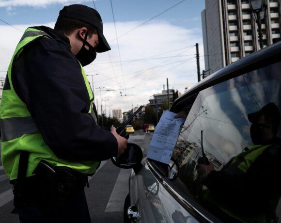 Lockdown στην Αττική: Πόσα άτομα επιτρέπονται στο αυτοκίνητο και το ταξί μετά τα νέα μέτρα