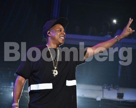 LVMH: Επενδύει σε διασημότητες και αγοράζει το 50% του brand σαμπάνιας του Jay-Z