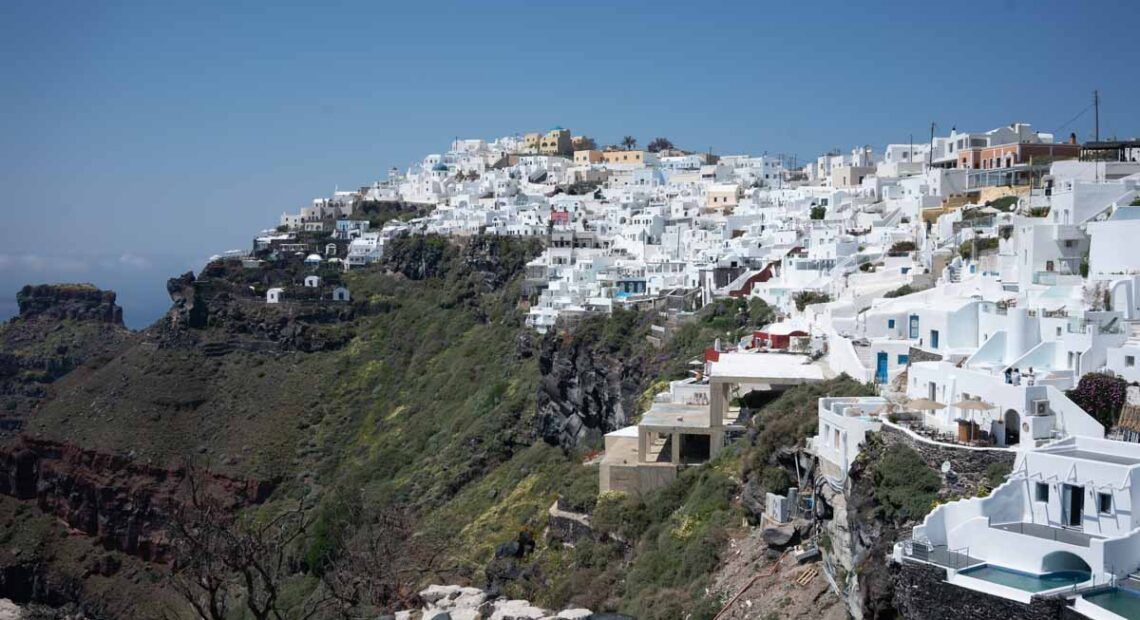 Santorini Hoteliers Call on Gov't to Set Tourism Opening Date