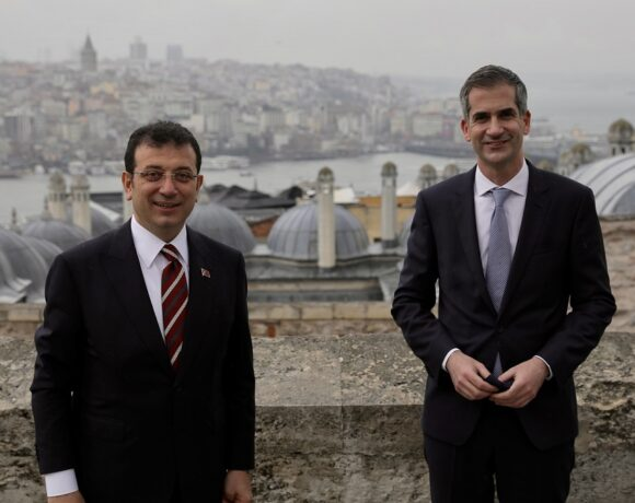 Athens and Istanbul Mayors Pledge to Strengthen Ties