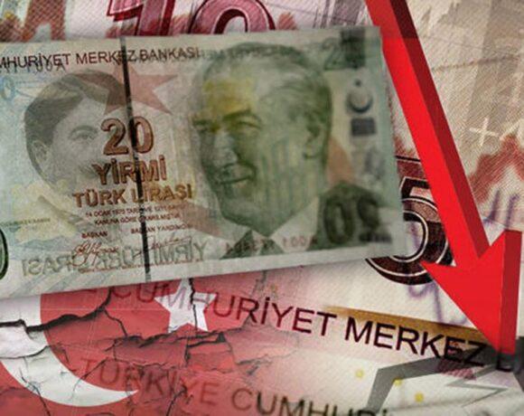 «Αιμορραγεί» η τουρκική λίρα μετά την αιφνιδιαστική καρατόμηση του κεντρικού τραπεζίτη