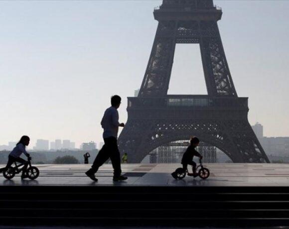 Γαλλία – κορωνοϊός: Καραντίνα ενός μήνα για το Παρίσι ανακοίνωσε ο Ζαν Καστέξ