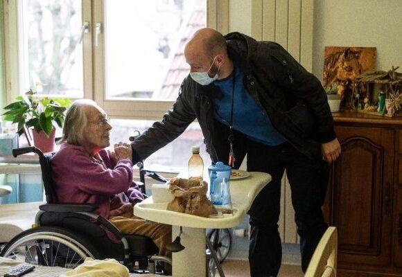 Γαλλία: Συγγενείς ηλικιωμένων θυμάτων μηνύουν κράτος και ιδιώτες