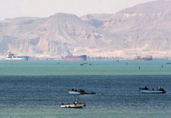 Διώρυγα του Σουέζ: Ο Αλ Σίσι έδωσε εντολή αφαίρεσης φορτίου για να επιτευχθεί η αποκόλληση του Ever Given