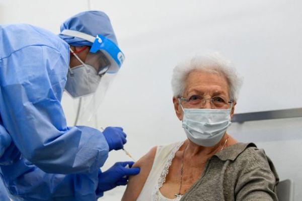 Κοροναϊός : Η Ιταλία επέβαλε τον υποχρεωτικό εμβολιασμό σε υγειονομικούς – Κυρώσεις σε όποιον αρνείται
