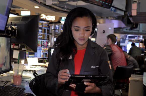 Λόρεν Σάιμονς: Στα 22 της ήταν η νεότερη floor trader της Wall Street με μισθό 12